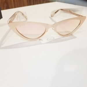 Diff eyewear light pink cateye sunglasses !! NWT